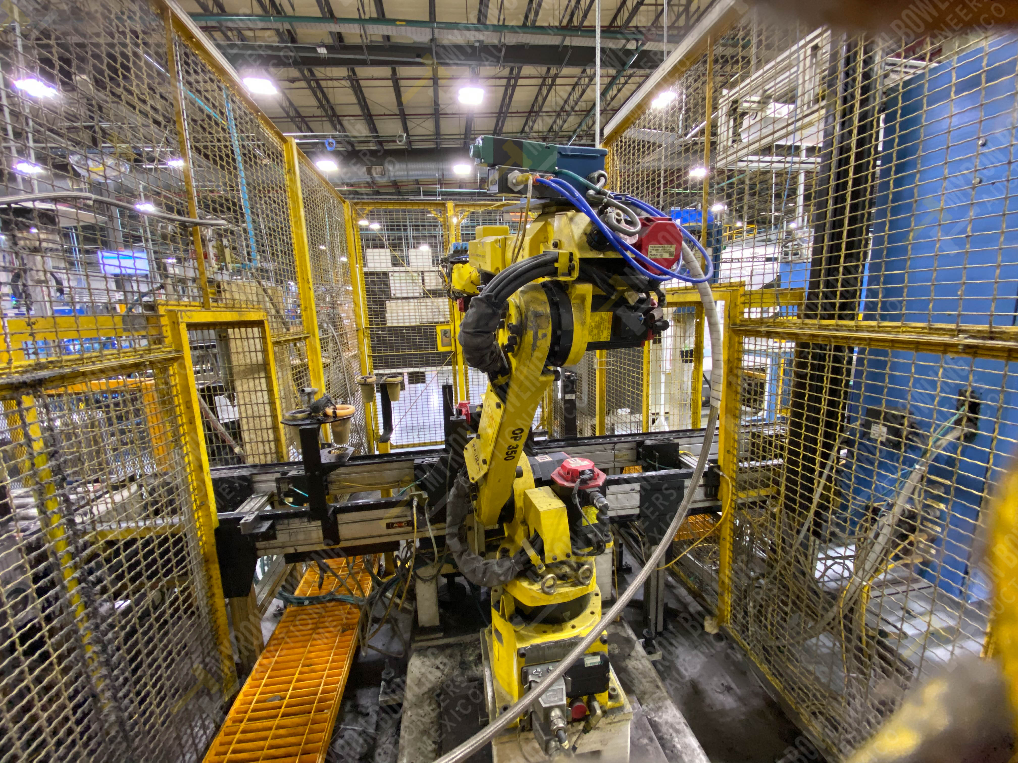 Robot marca Fanuc con capacidad de carga de 15-30 Kg, controlador de robot y teach pendant - Image 3 of 14