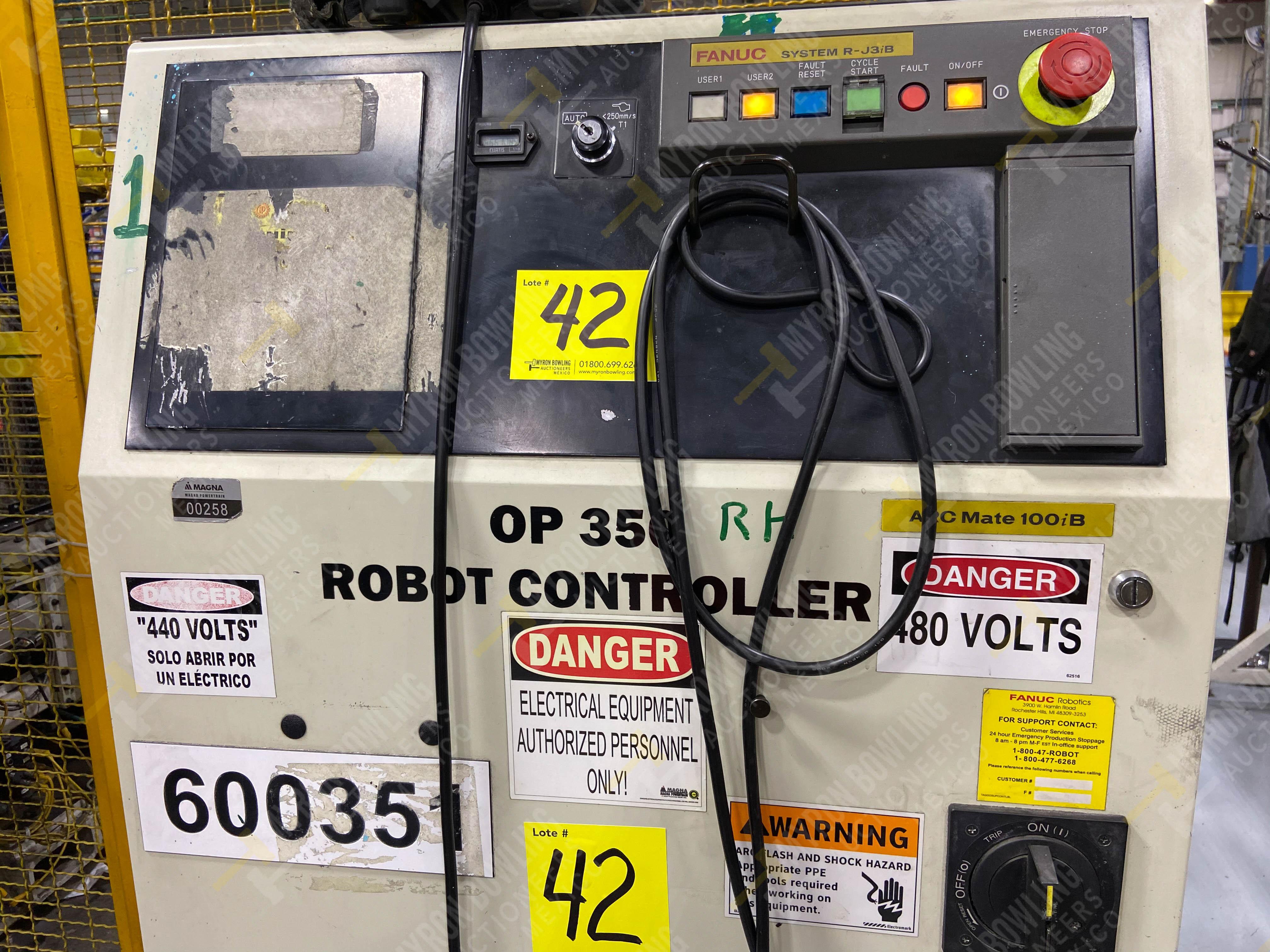 Robot marca Fanuc con capacidad de carga de 15-30 Kg, controlador de robot y teach pendant - Image 10 of 14
