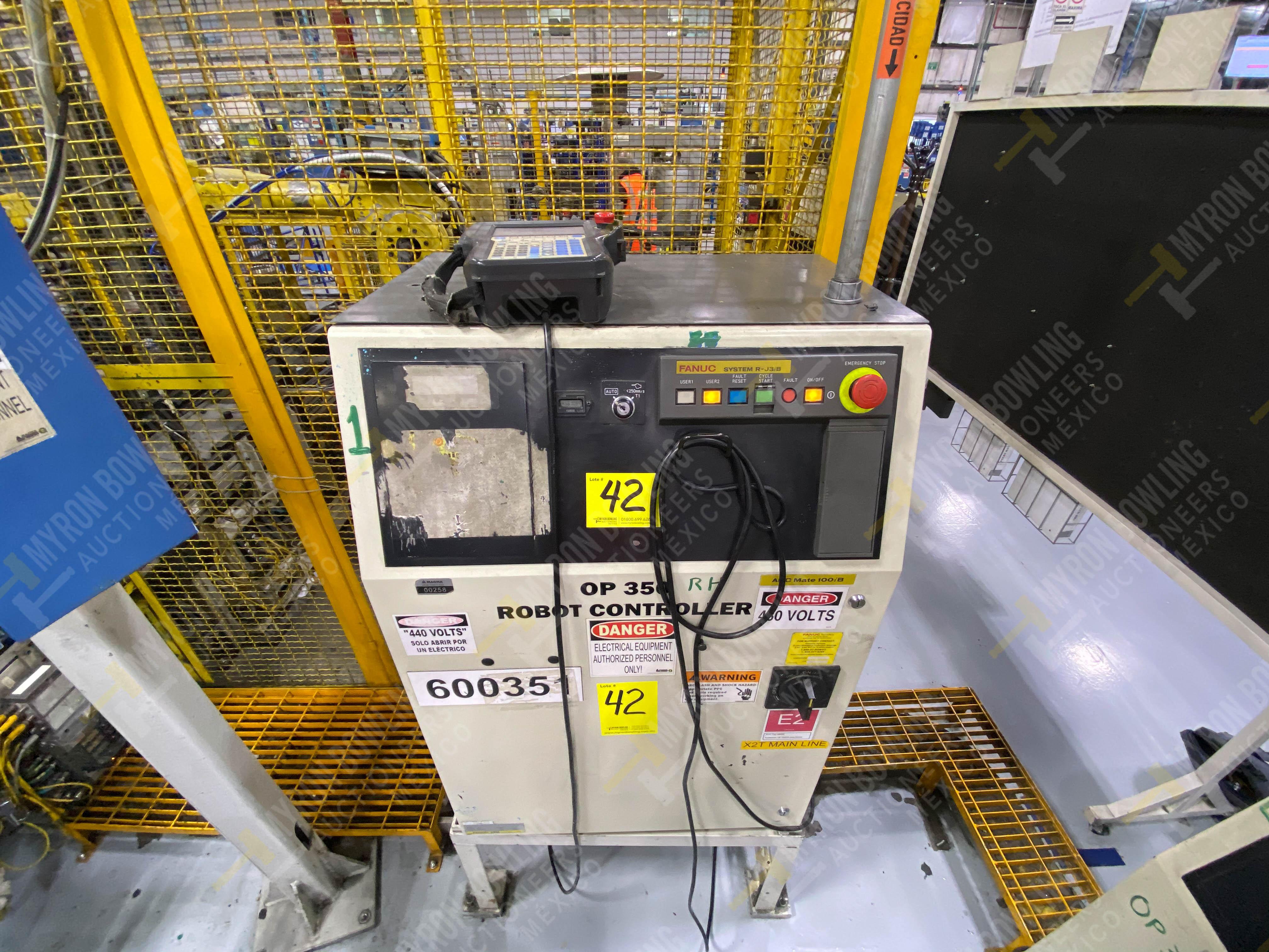 Robot marca Fanuc con capacidad de carga de 15-30 Kg, controlador de robot y teach pendant - Image 9 of 14