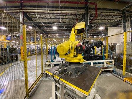 Robot con capacidad de carga de 50-100 Kg, controlador de robot y teach pendant - Image 4 of 22