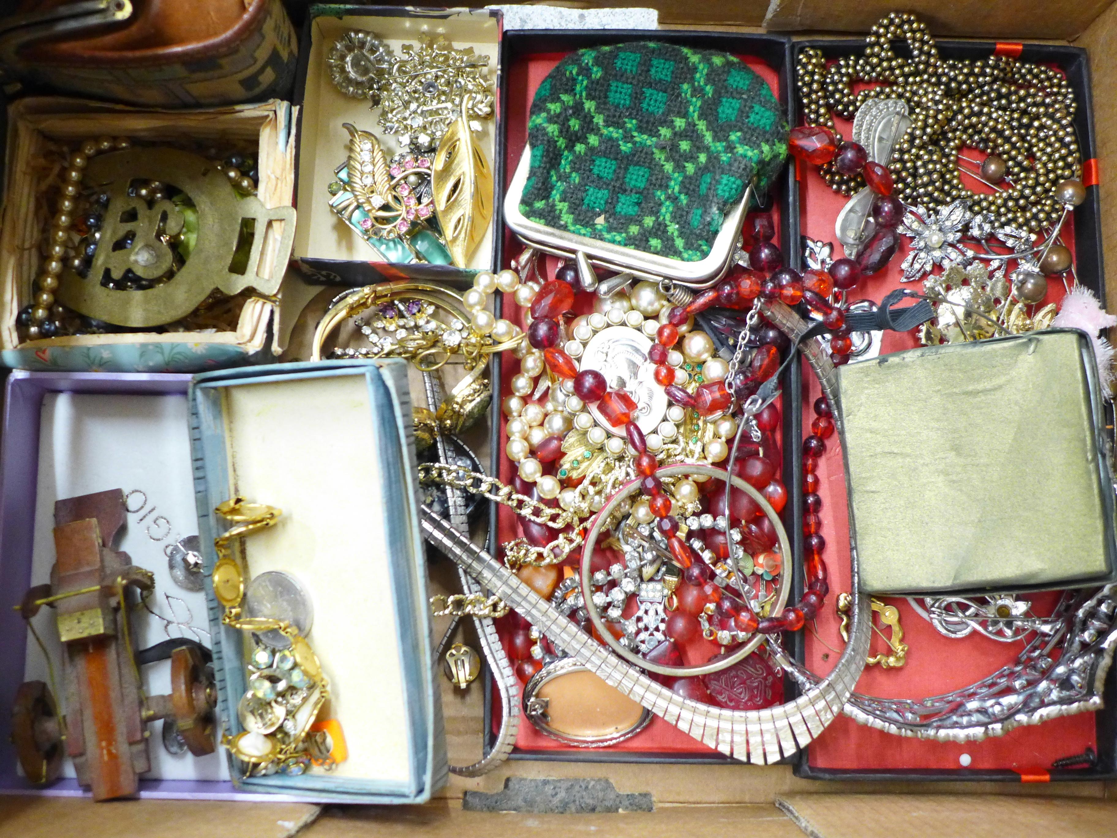 Lot 699 - Costume jewellery, etc., 1.