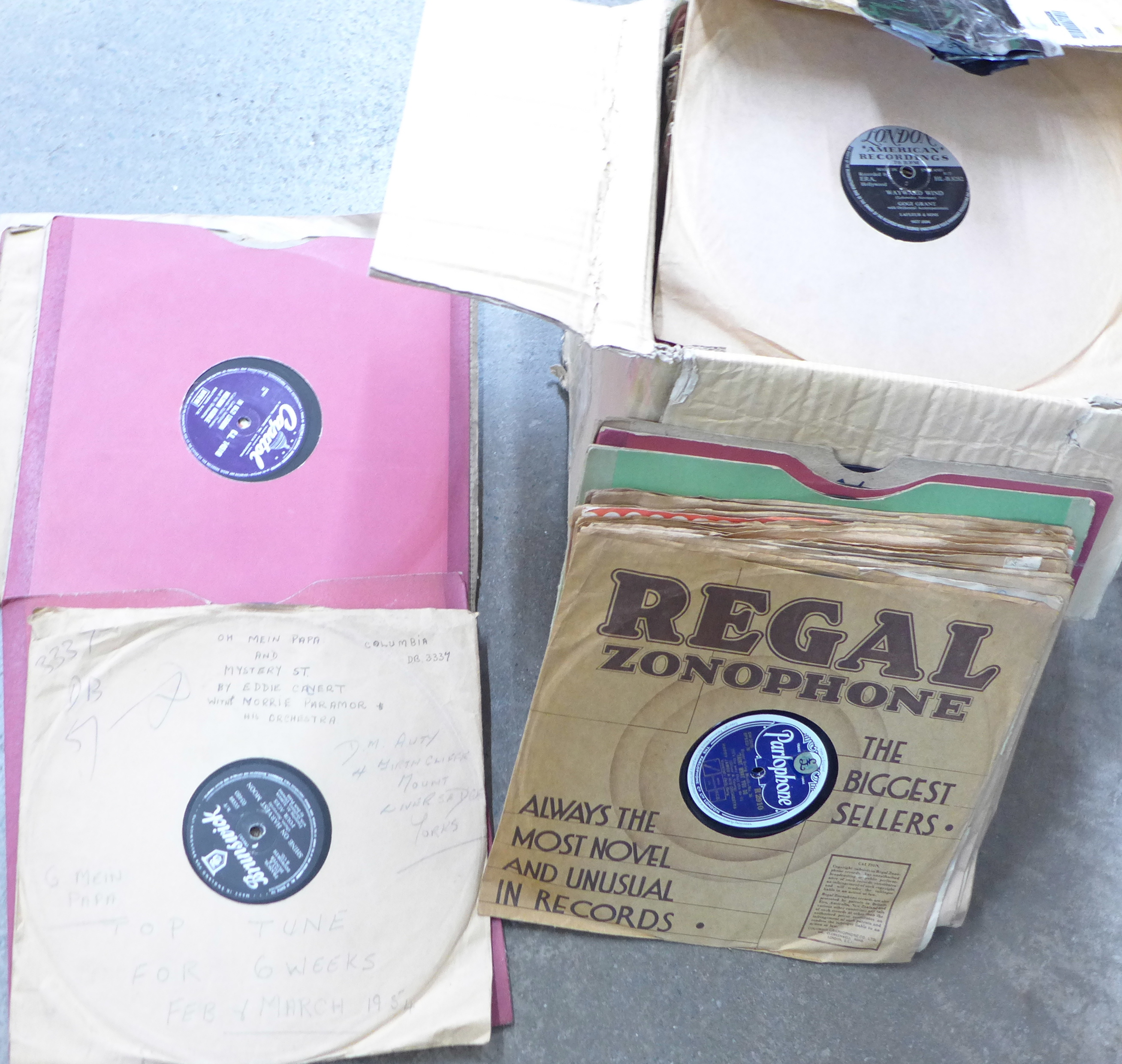 Lot 697 - A collection of gramophone records