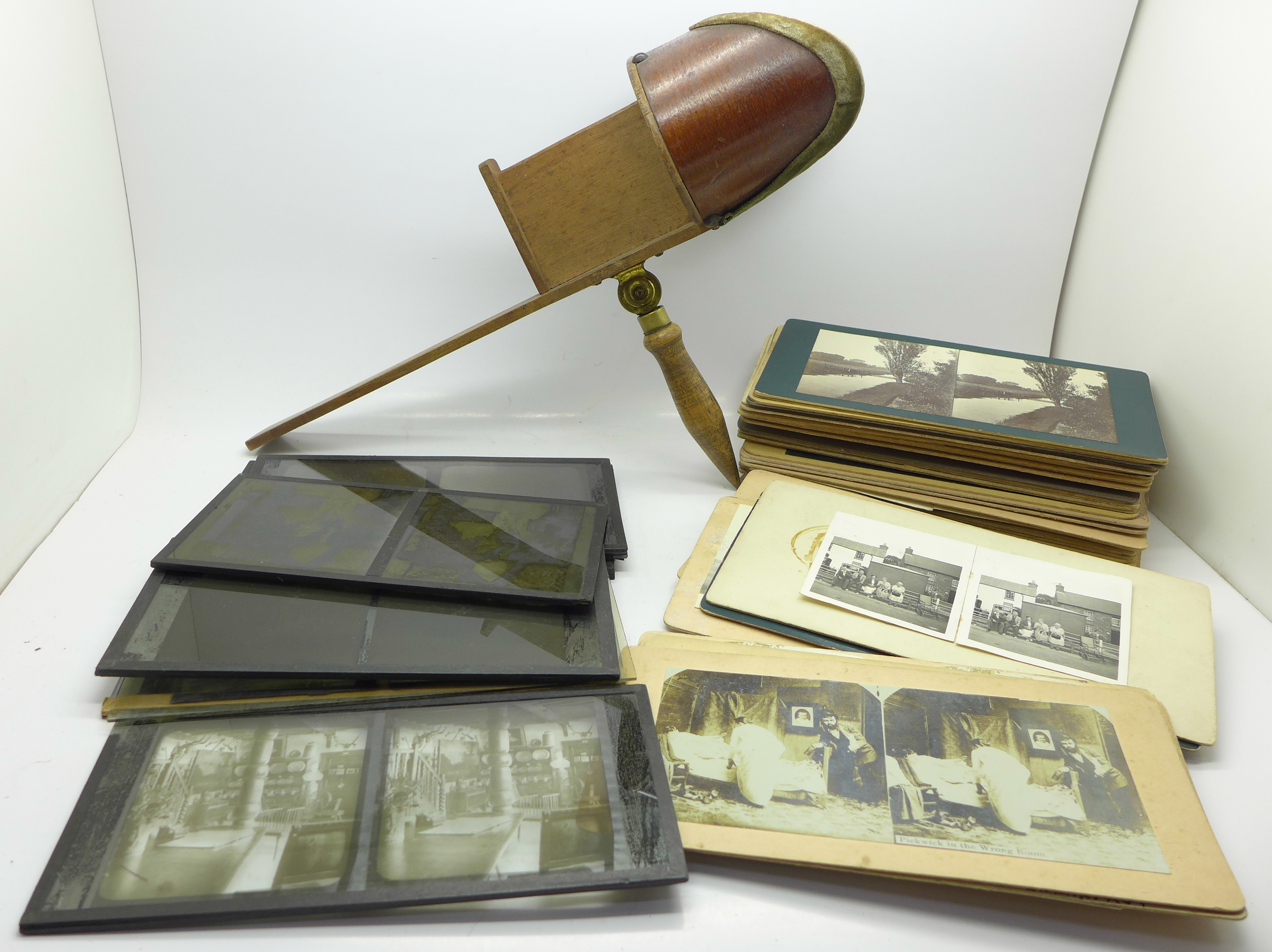 Lot 648 - A stereo card viewer and cards,