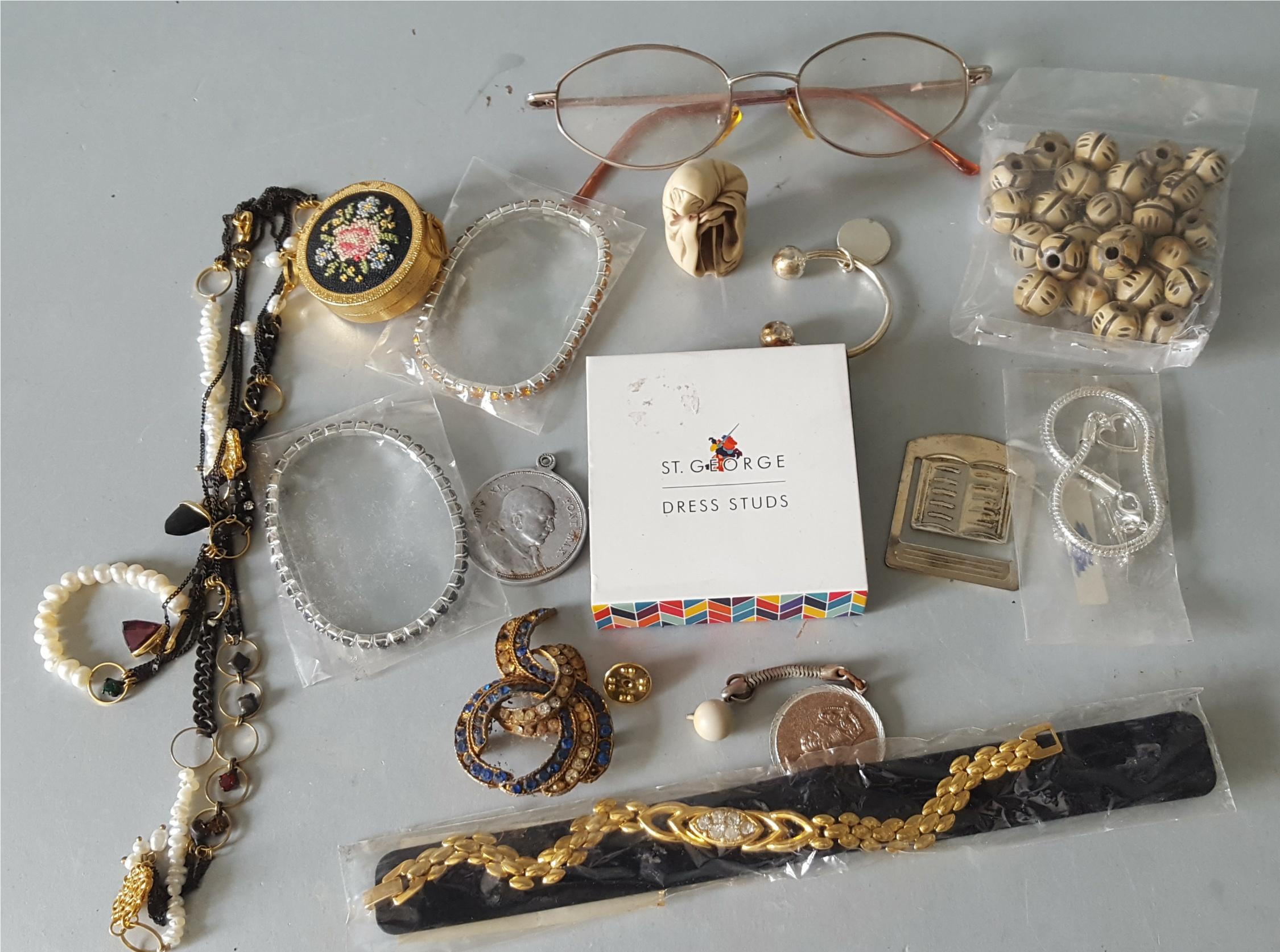 Lot 111 - Vintage Retro Parcel Costume Jewellery NO RESERVE
