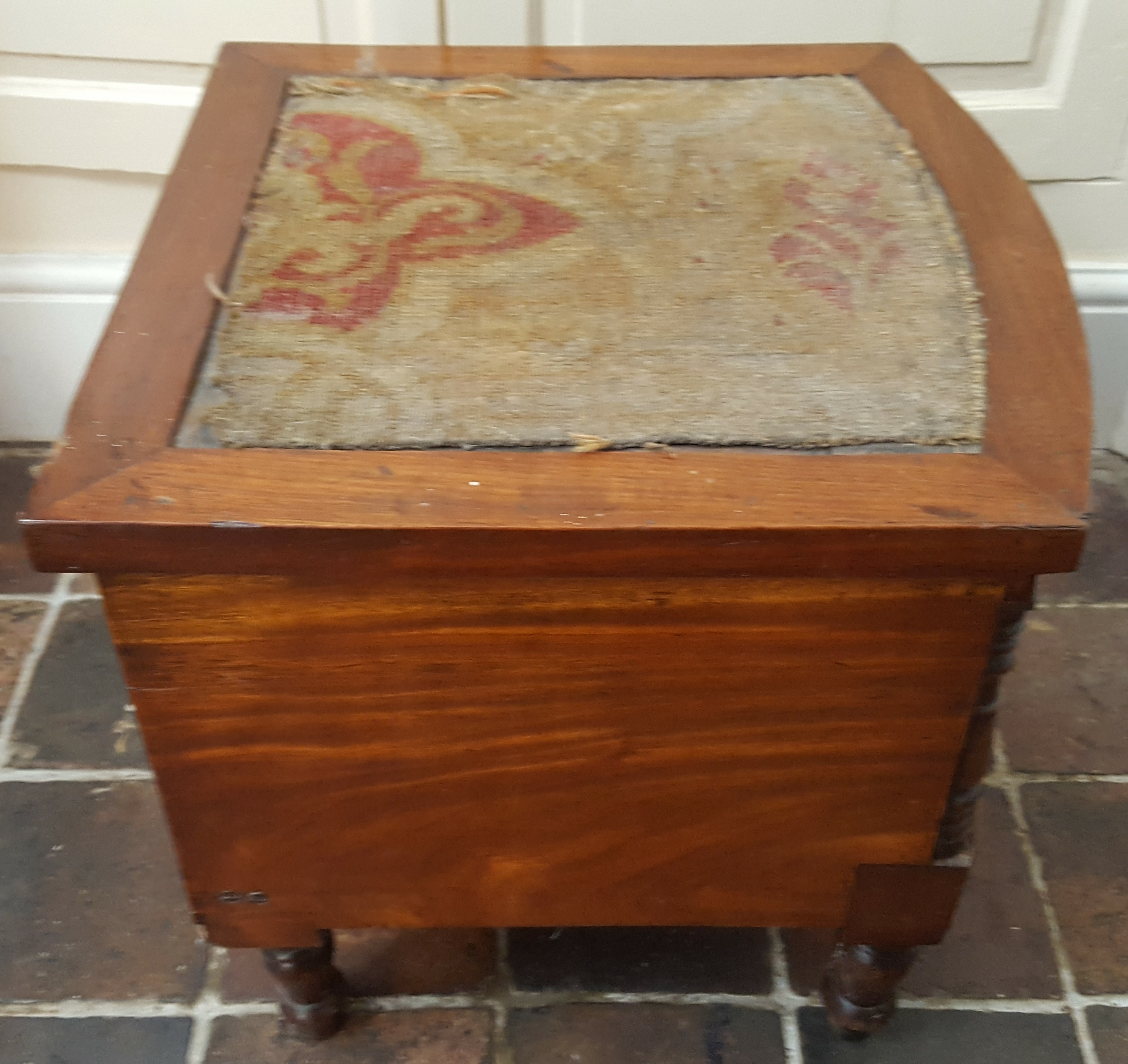 Lot 70 - Antique Victorian or Earlier Commode with original pot NO RESERVE