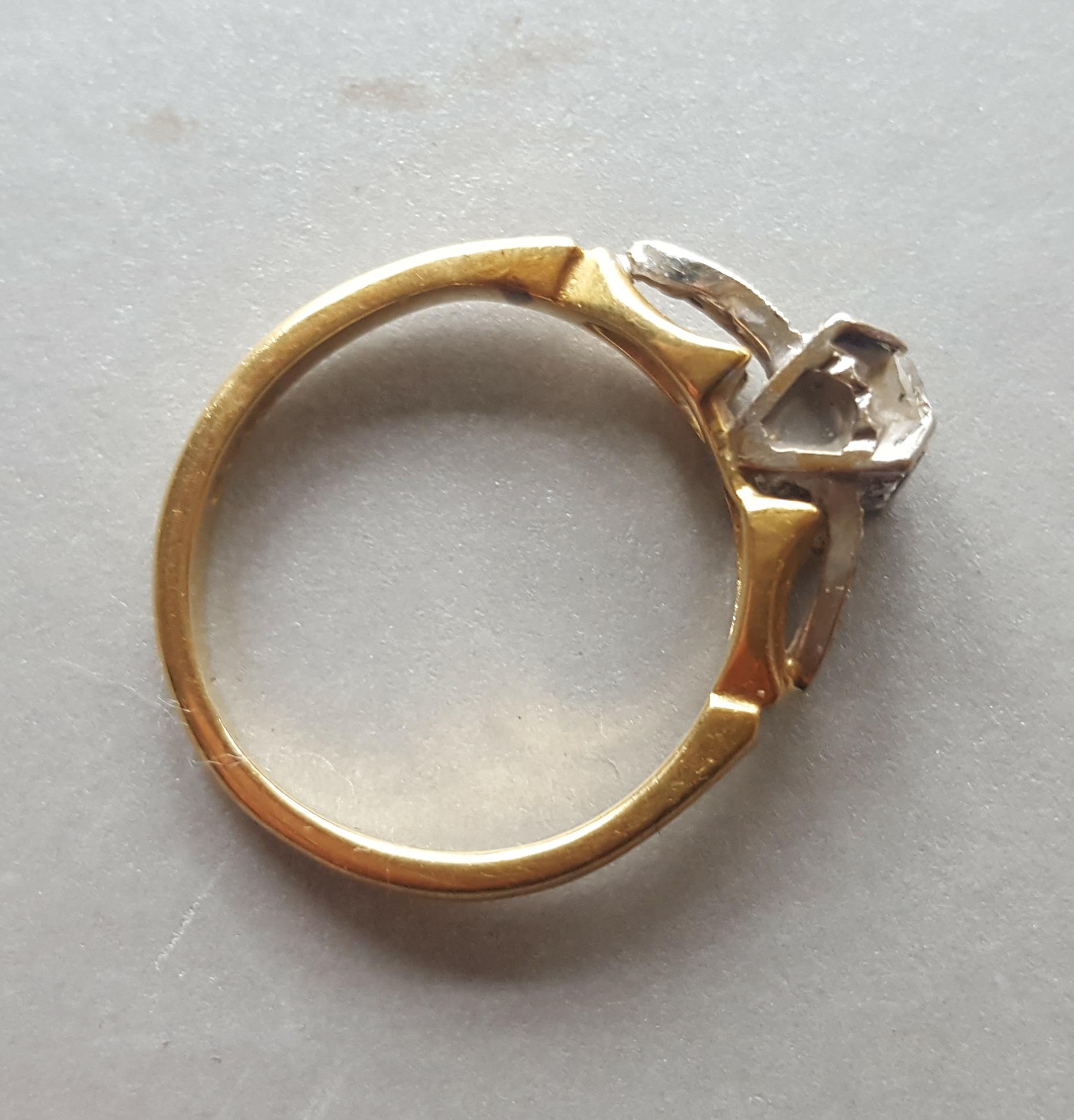 Lot 55 - Vintage 18ct Diamond Gold Ring Size 'K'