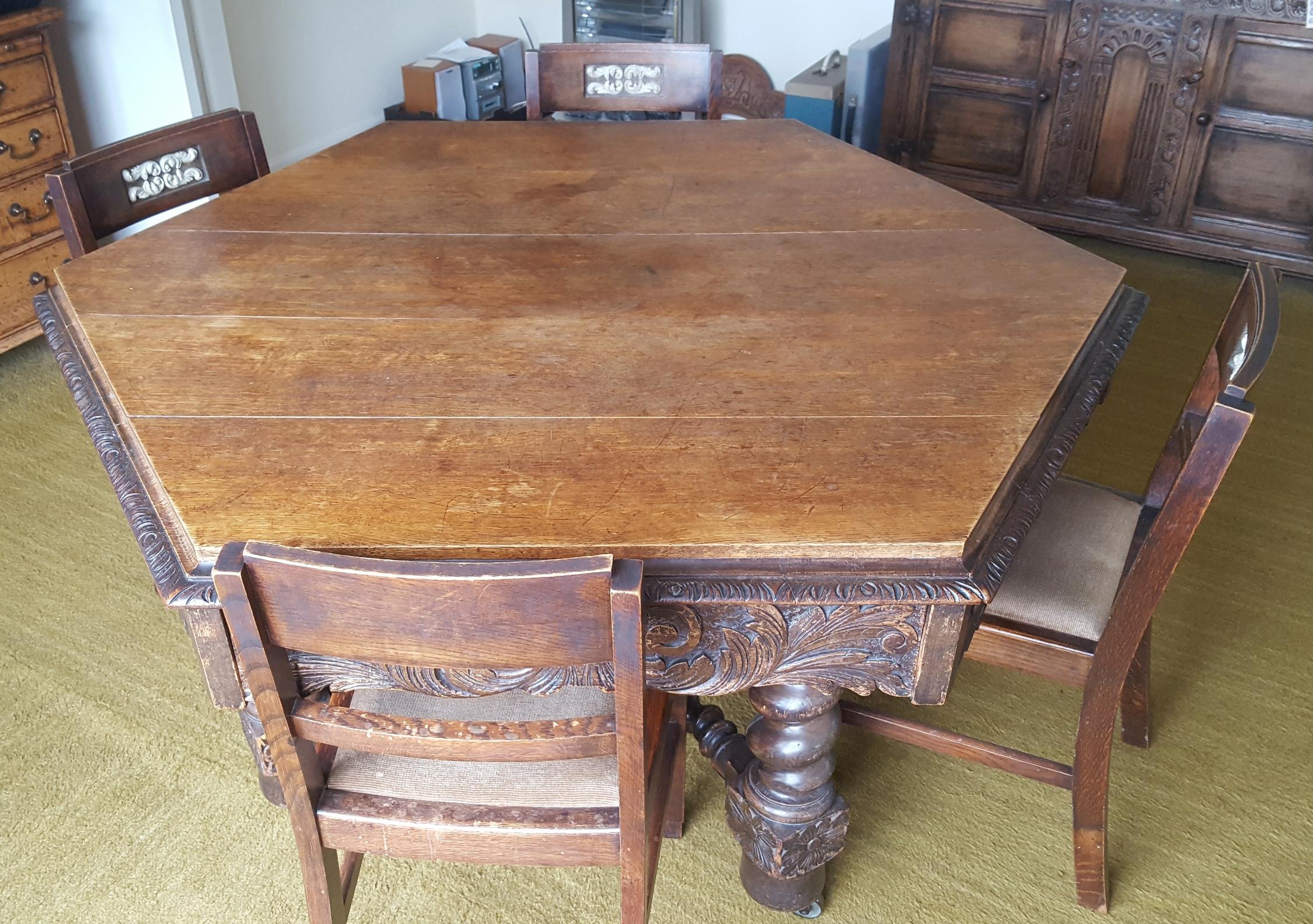 Lot 15 - Antique Vintage Victorian Hexagonal Oak Dining Table Bobbin Stretchers & Four Chairs