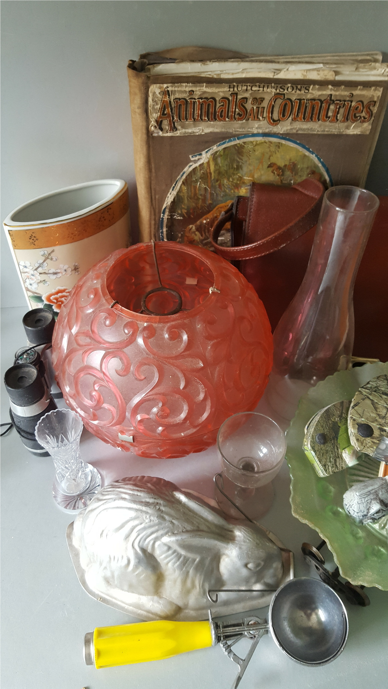 Lot 106 - Vintage Retro Parcel Items Includes Lighting Jelly Mould Cake Stand Bags Books Etc. NO RESERVE