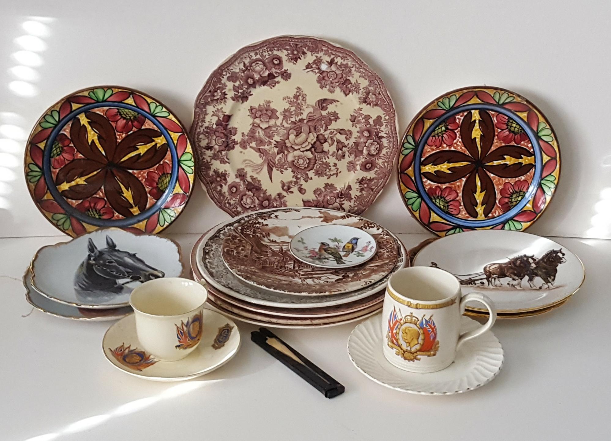 Lot 66 - Vintage Retro 13 Collectors Plates & Commemorative Items NO RESERVE