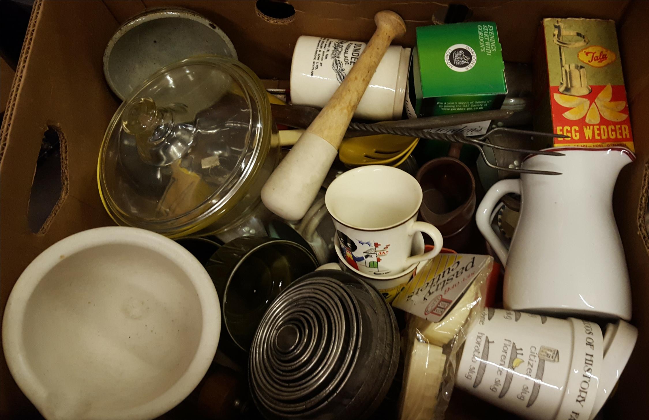 Lot 42 - Antique Vintage Retro Box of Kitchenalia