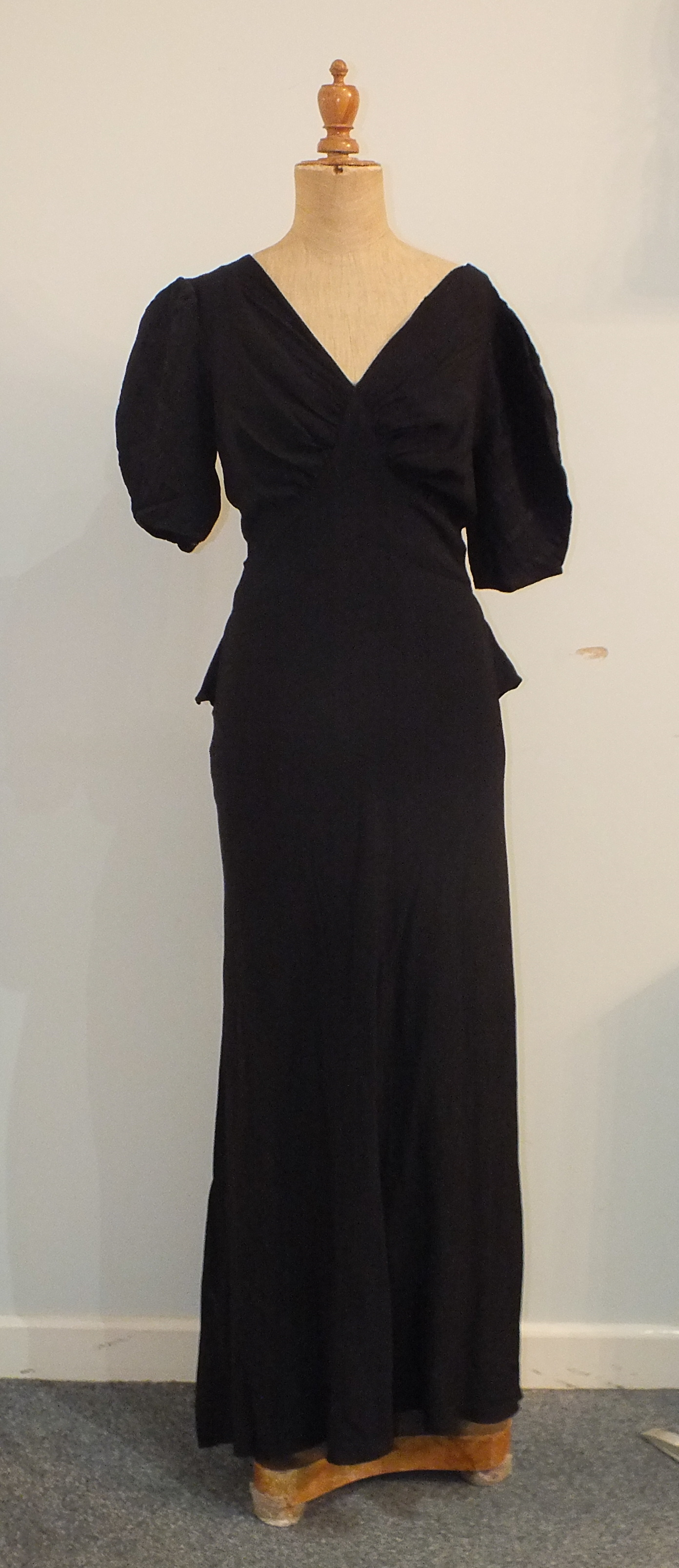 Five 1930's/1940's evening dresses including a black and white printed silk chiffon dress with black - Image 4 of 6