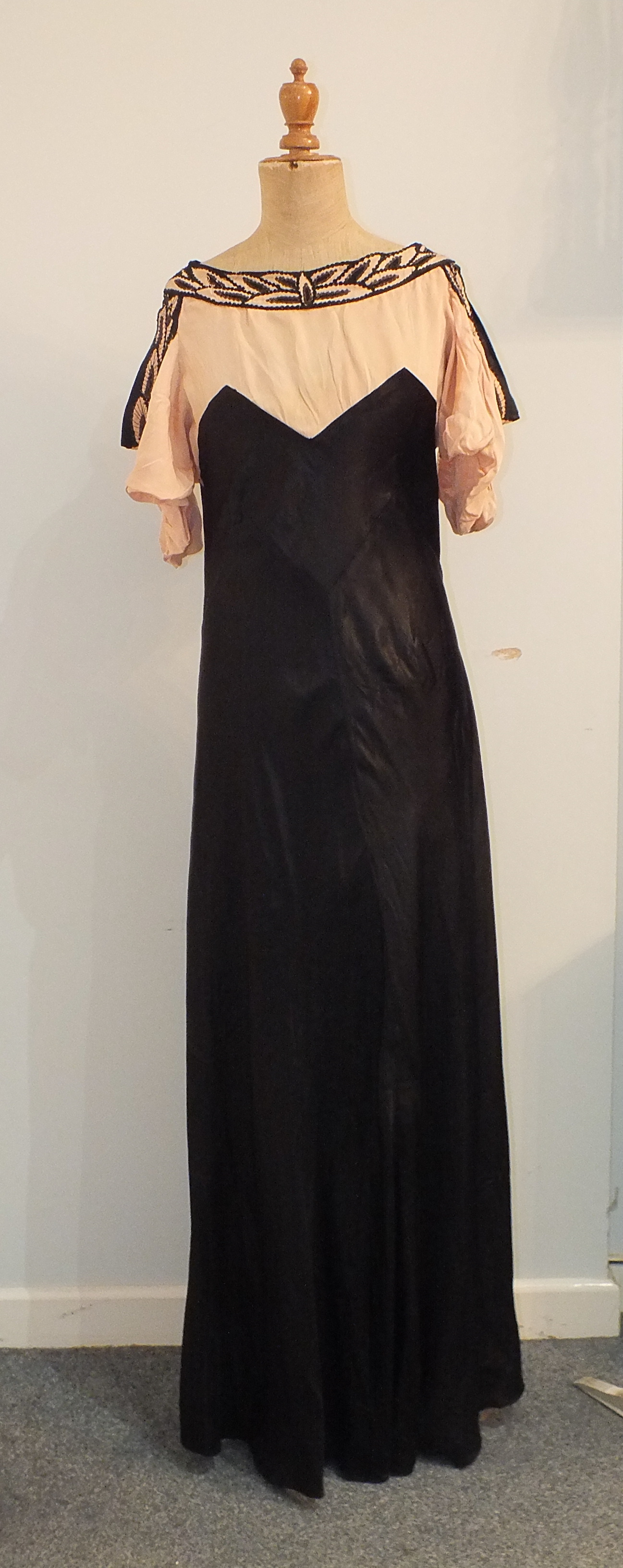 Five 1930's/1940's evening dresses including a black and white printed silk chiffon dress with black - Image 6 of 6