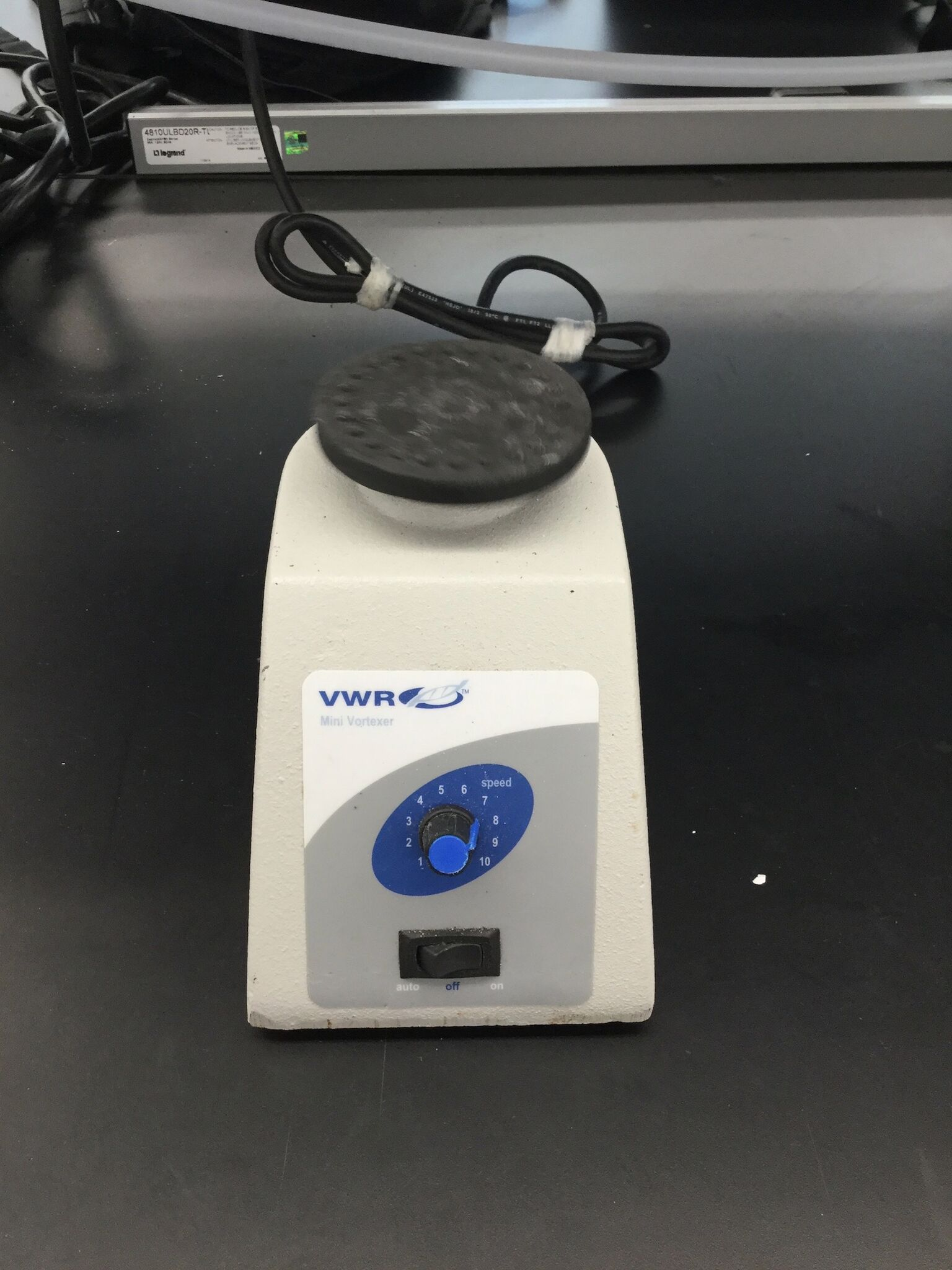 Lot 54 - VWR VM-3000 Mini Vortexer