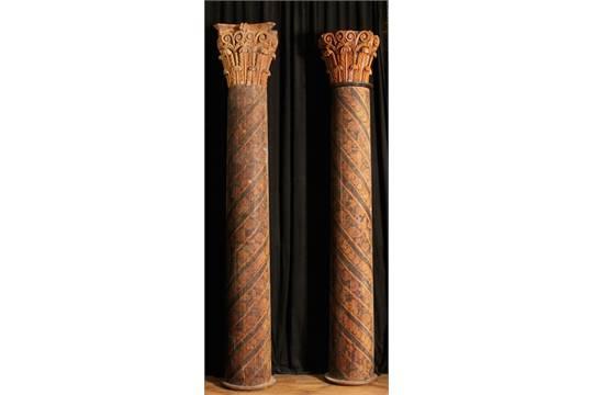 DUE GRANDI COLONNE in legno dipinto a motivi floreali con capitelli ...