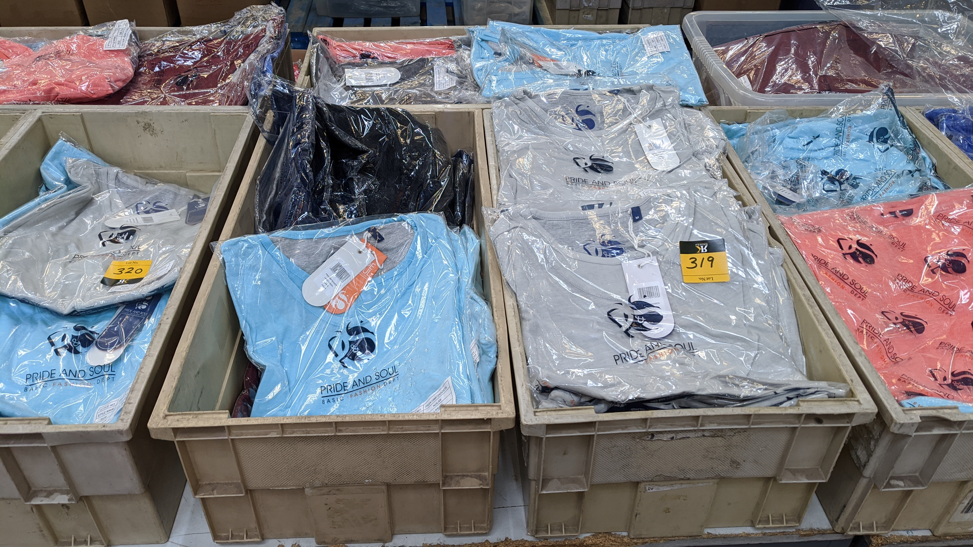 Very large quantity of primarily men's designer clothing & accessories. - Image 82 of 157