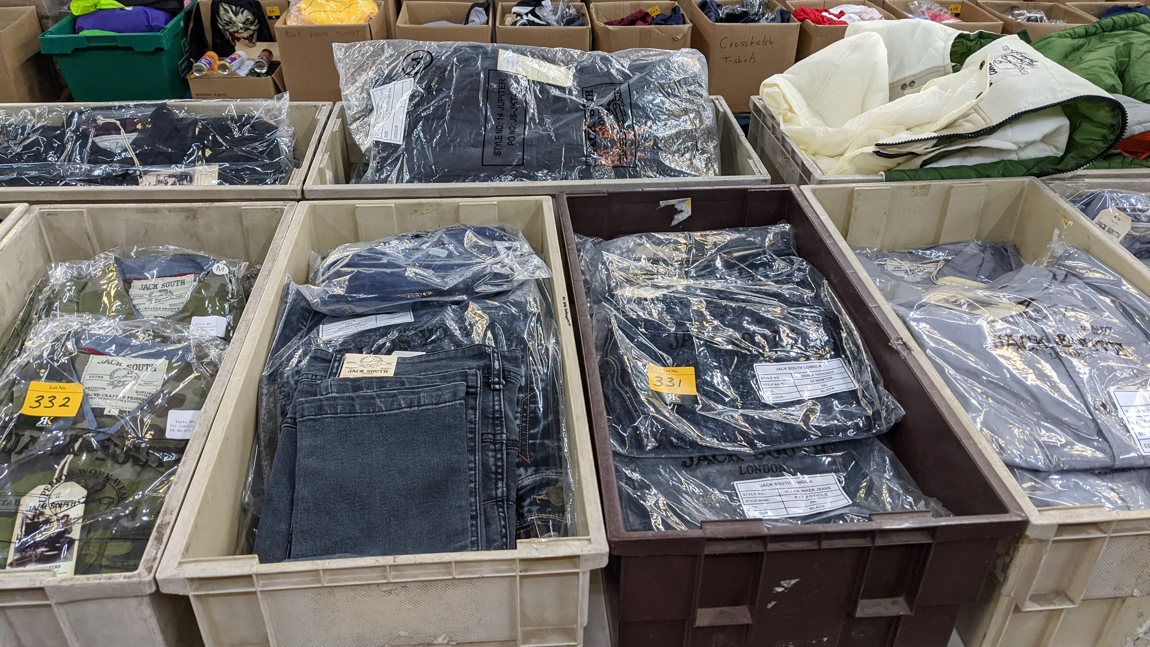 Very large quantity of primarily men's designer clothing & accessories. - Image 94 of 157