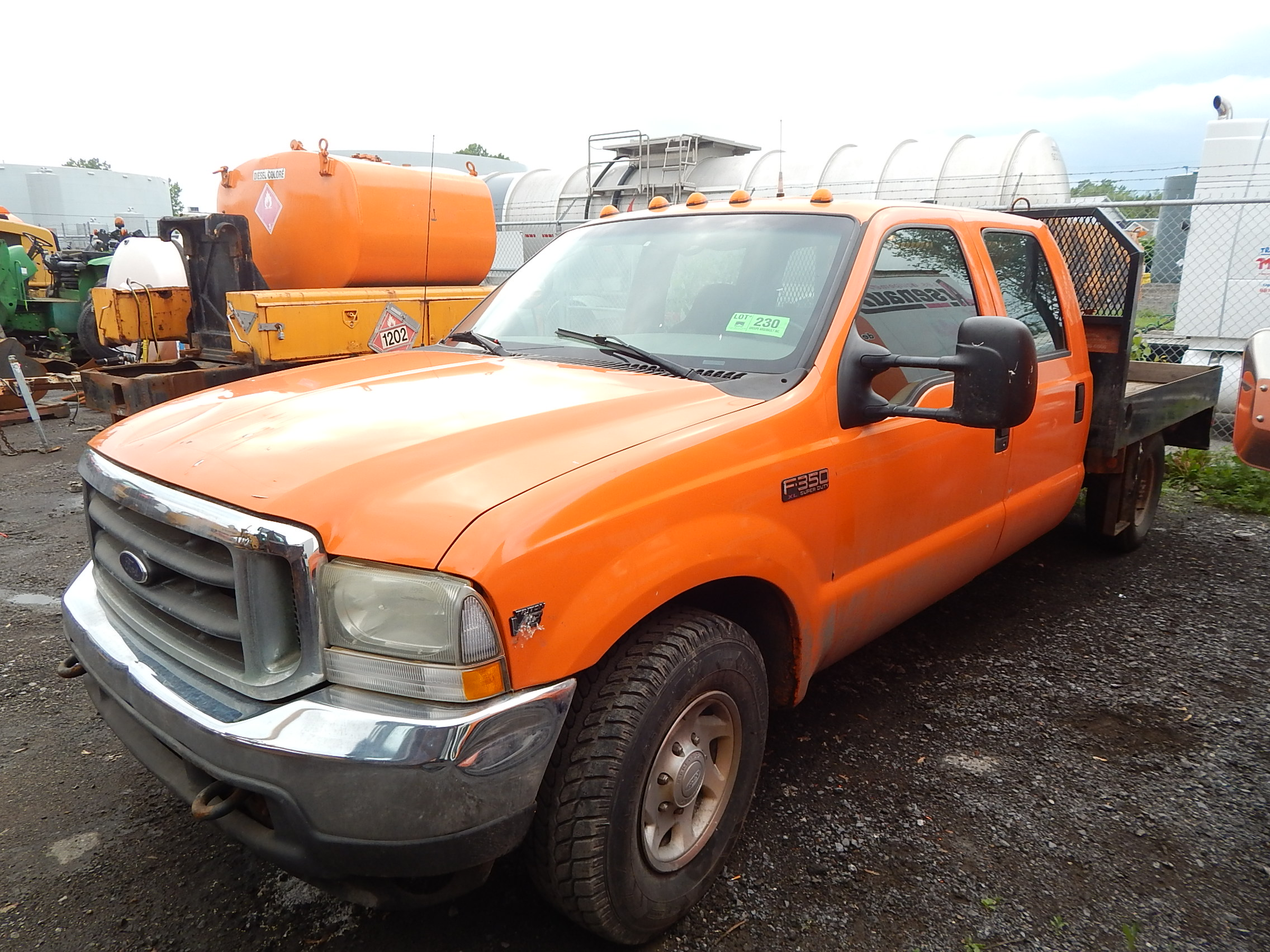 FORD 2002 F350 CREW CAB FLATBED TRUCK WITH 5 4L ENGINE AUTOMATIC