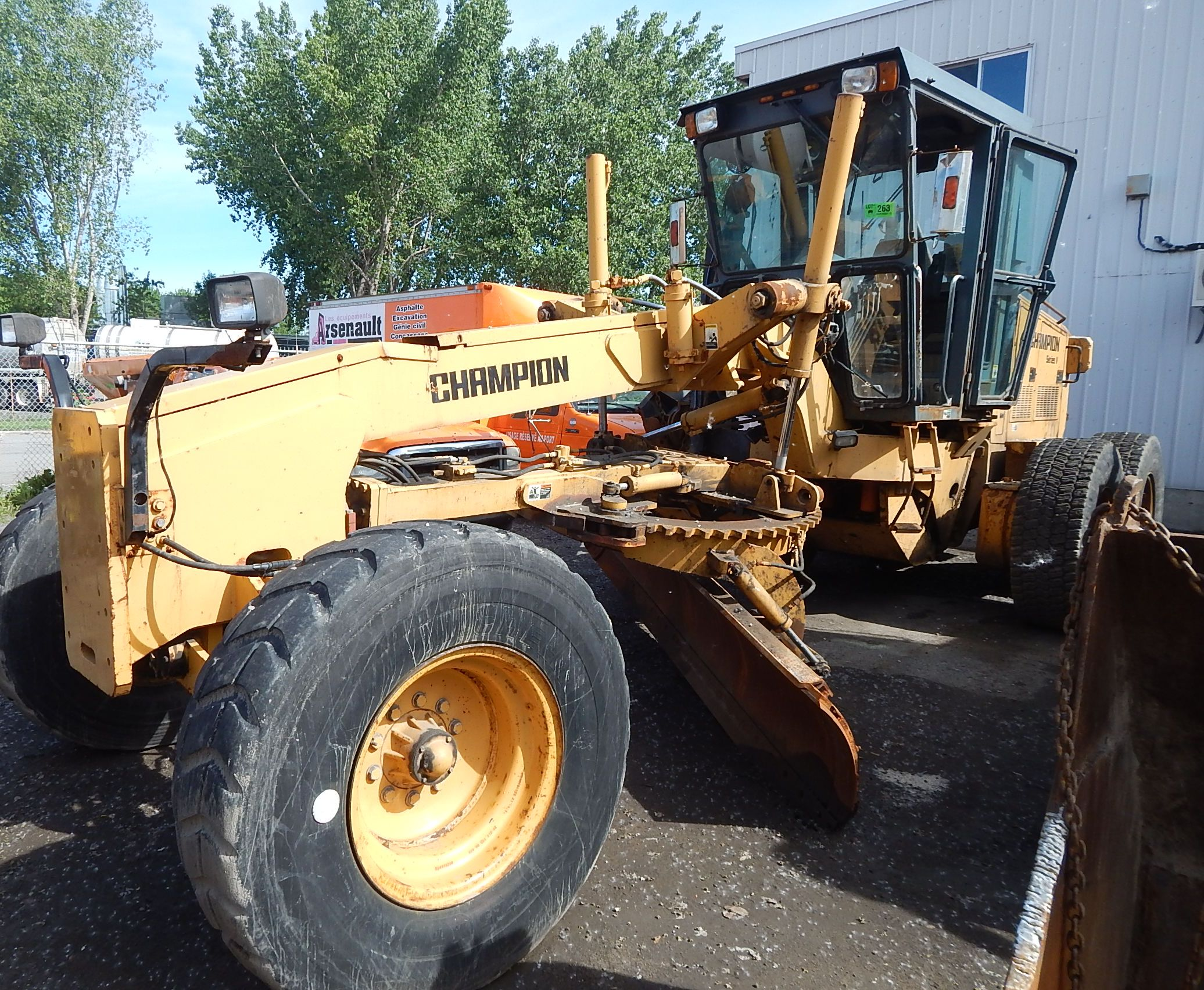 Lot 263 - CHAMPION 730A VHP SERIES V MOTOR GRADER, VIN X028348X