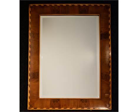 Mirror with cut glass and frame with inlay Spiegel met geslepen glas en lijst met inleg. 78.5 x 60.5 cm