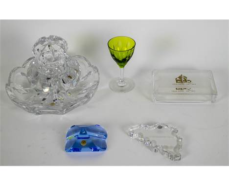 Lot Val Sint Lambert items Amongst others, a crystal inkwell with scale Leon Ledru, paperweights, a glass green crystal, a cr