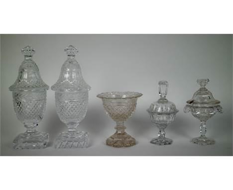 Lot with antique glassware Lot met antiek glaswerk. H 12 - 24 cm