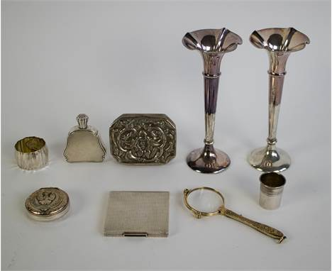 Lot silverware A.o. powder box 1950s, Ottoman box 19th century drink bottle, soliflore vases Een lot divers zilverwerk. O.a.
