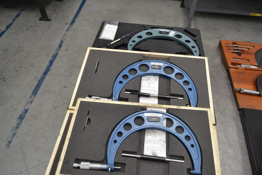 LOT: (3) Outside Micrometers