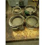 LOT OF VIBRATING FEEDERS WITH EXTRA BOWLS