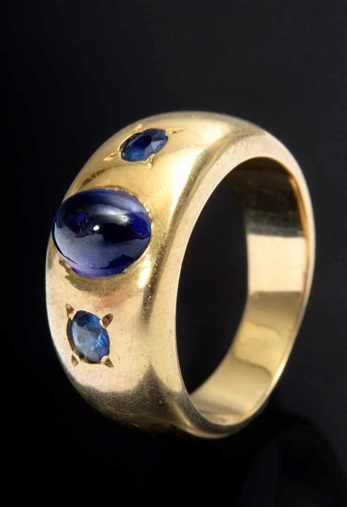 Lot 45 - Solid GG 900 band ring with 3 sapphires, 11,6g, size 53