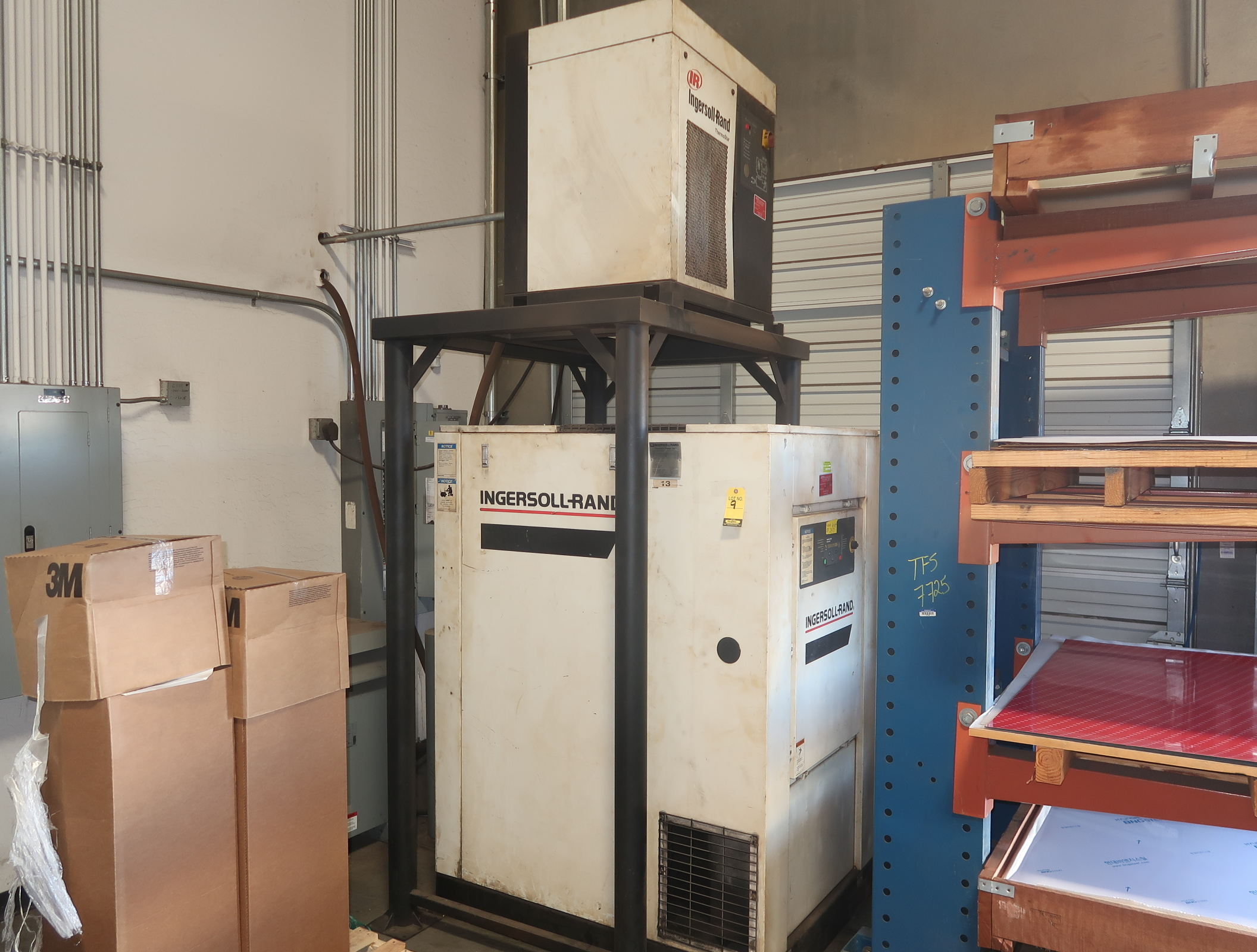 INGERSOLL RAND 50HP ROTARY SCREW AIR COMPRESSOR W/ INGERSOLL AIR DRYER MDL. SSR-ET505E SN. - Image 5 of 5