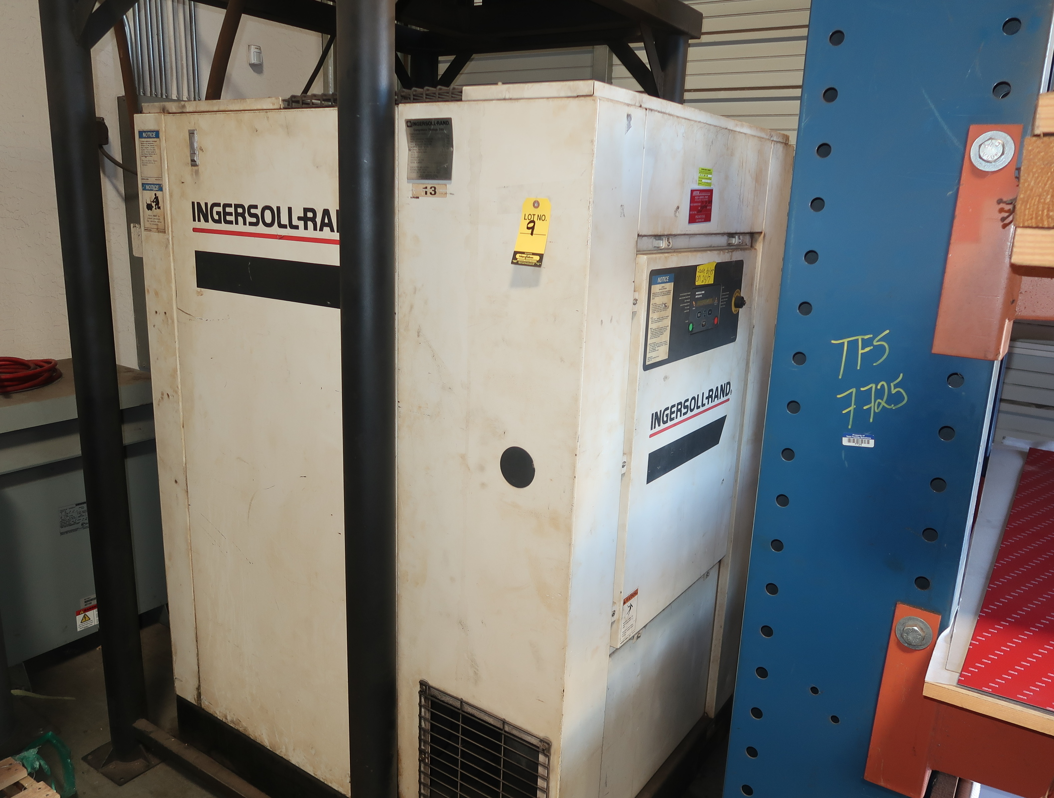 INGERSOLL RAND 50HP ROTARY SCREW AIR COMPRESSOR W/ INGERSOLL AIR DRYER MDL. SSR-ET505E SN. - Image 2 of 5