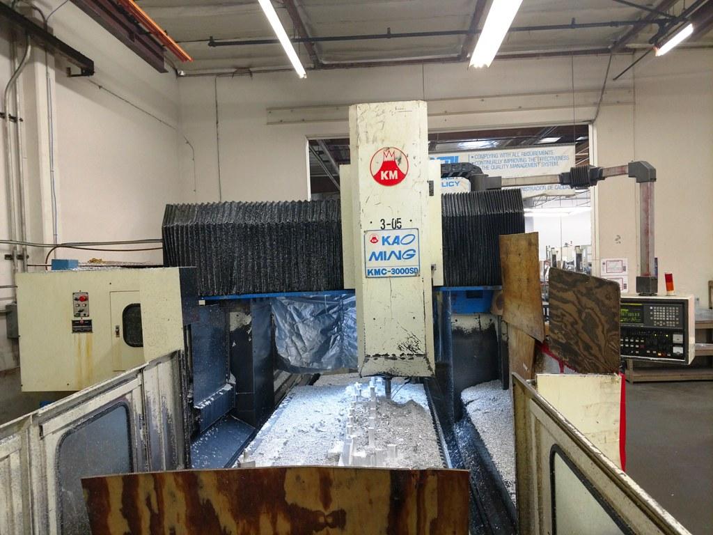Lot 14 - Kao Ming KMC-3000SD CNC Bridge Type Vertical Machining Center (Located in Long Beach, CA)