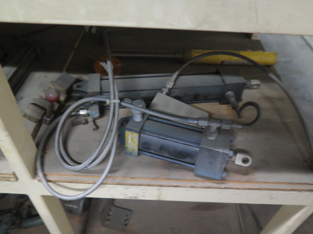 Lot 249 - Hydraulic Cylinders