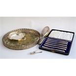 A cased set of six EPNS cake forks;