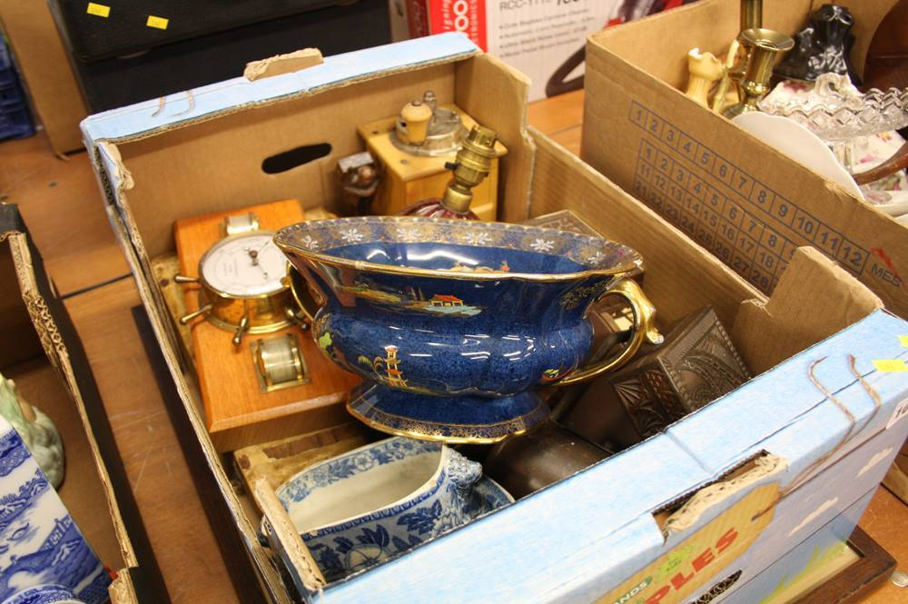 Lot 104 - Tray of assorted Carlton Ware bowl, Murano lamp etc.