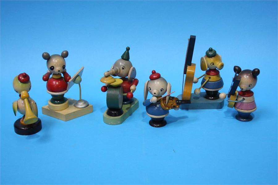 Lot 53 - A Circa 1930's painted wooden animal band (6)