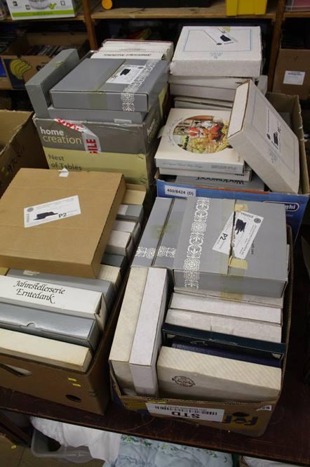 Lot 128 - Large quantity of collectors plates