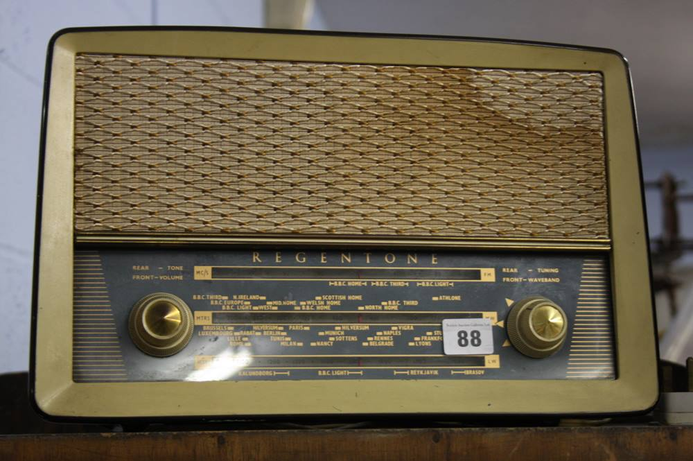 Lot 88 - Regentone radio