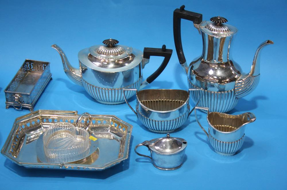 Lot 20 - A collection of silver plated wares