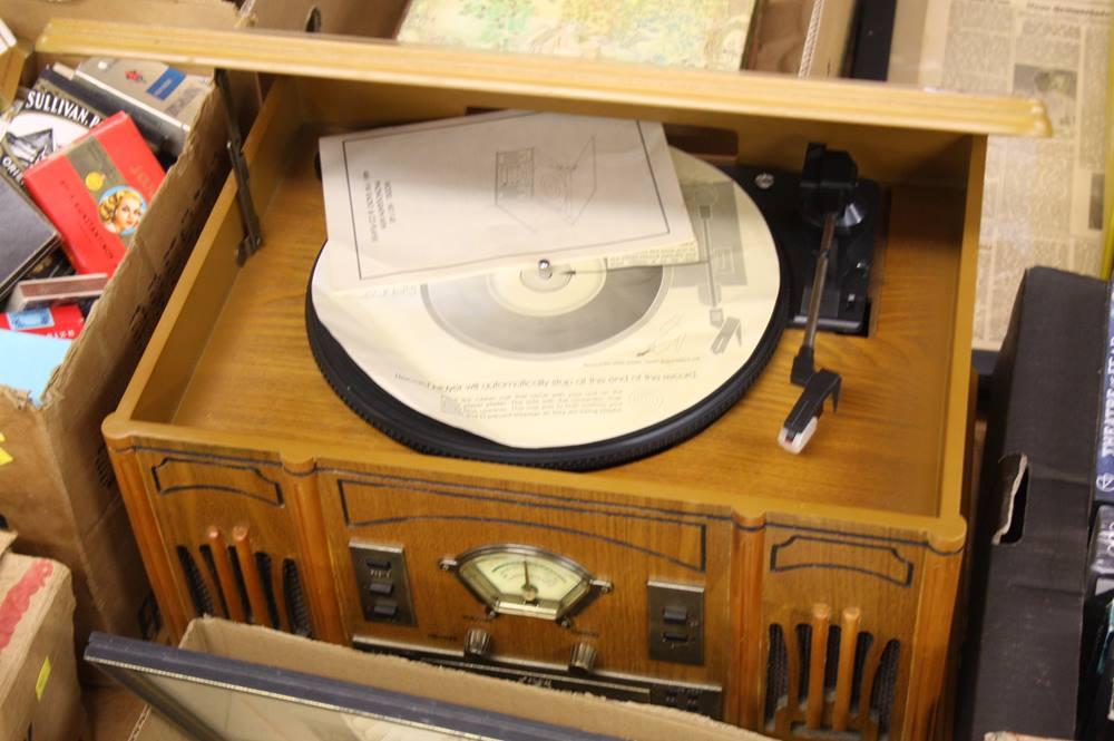 Lot 119 - Reproduction phonograph