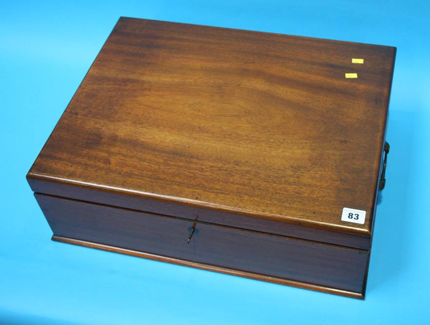 Lot 83 - A mahogany box containing table linen