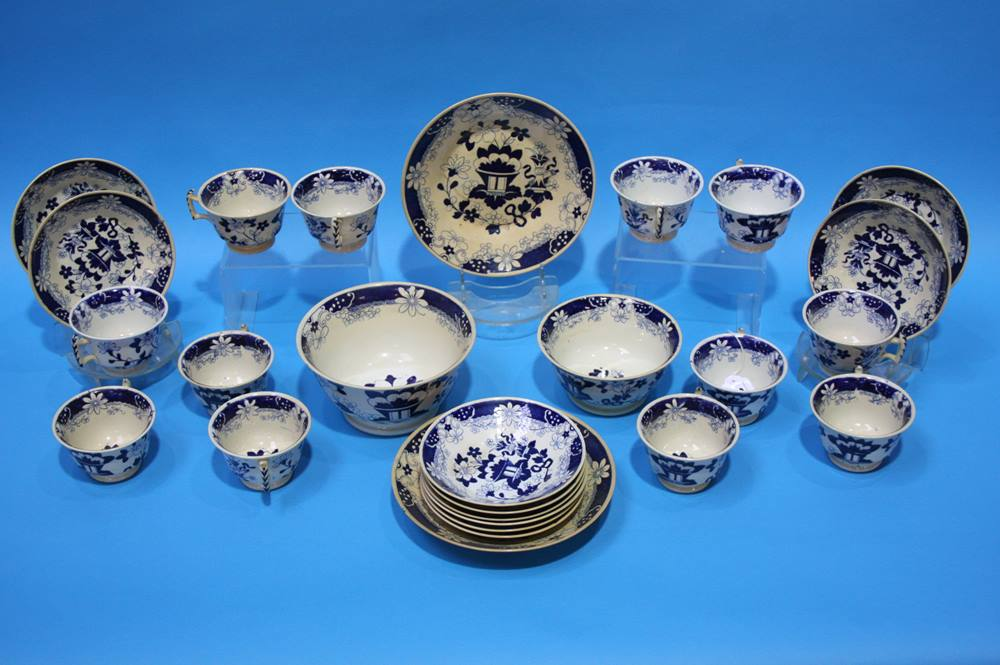 Lot 21 - A Victorian tea set
