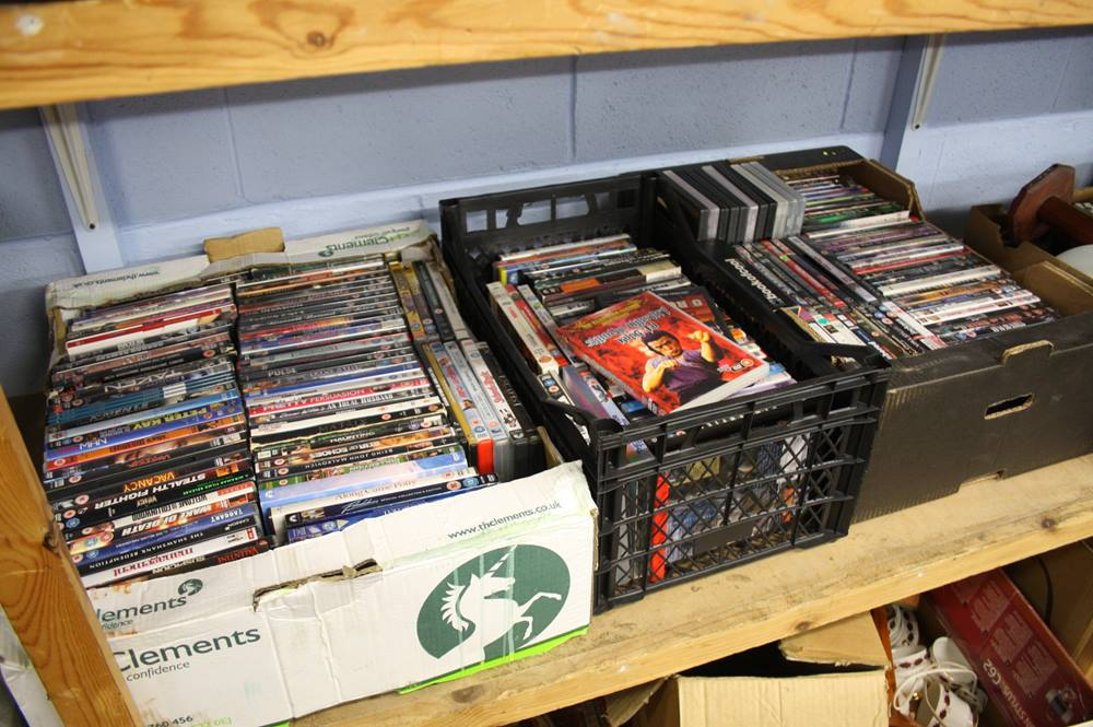 Lot 153 - 3 trays of DVD's