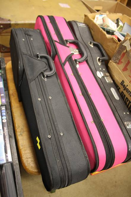 Lot 116 - 3 Modern violins and cases