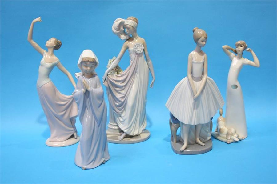Lot 71 - Five various Lladro and Nao figures