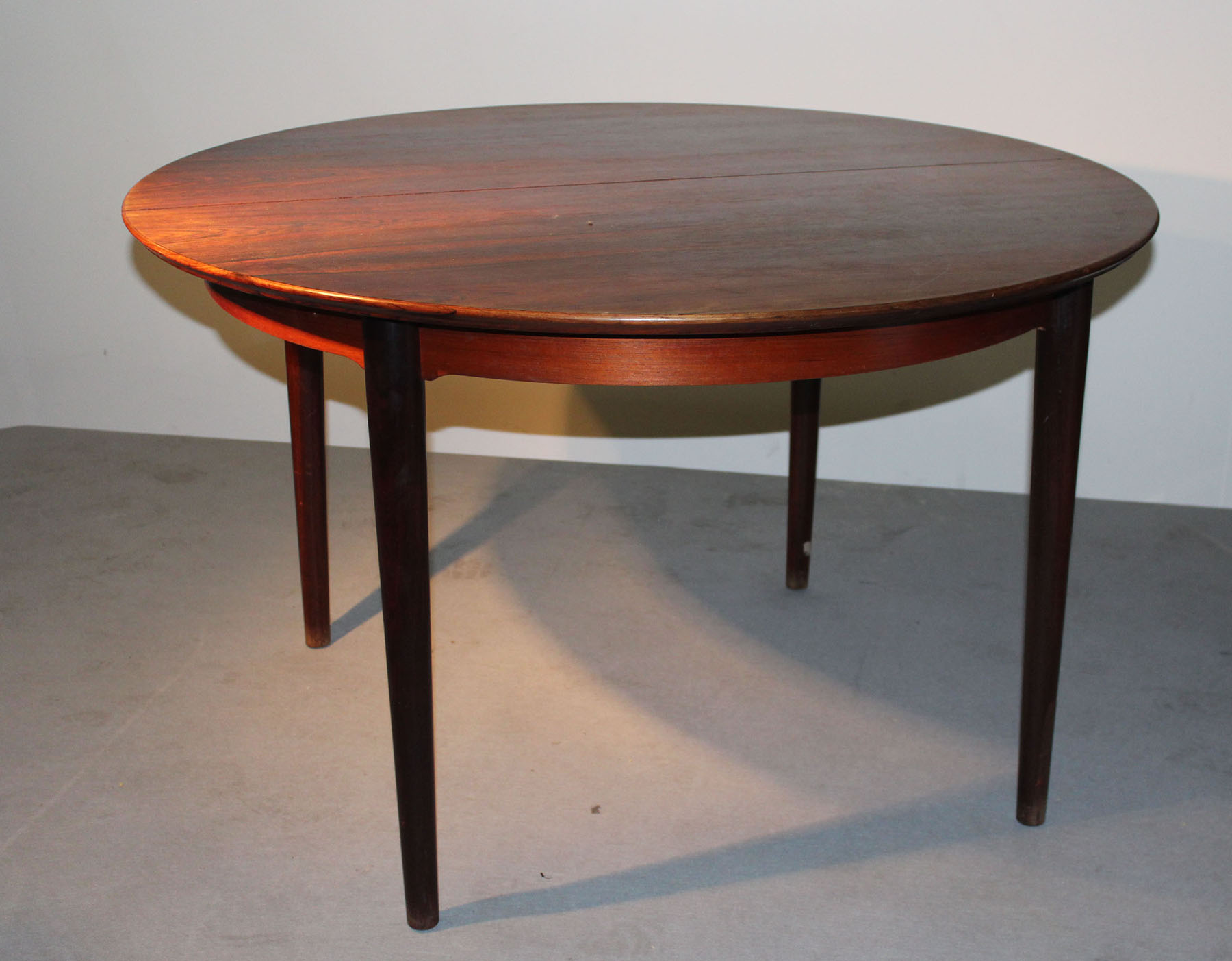Lot 29 - DANISH DINING TABLE