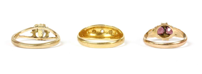An 18ct gold five stone diamond and split pearl ring, - Bild 2 aus 2