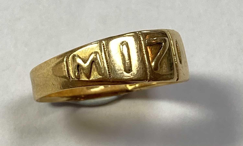 A Victorian 18ct gold Mizpah ring, - Bild 2 aus 4