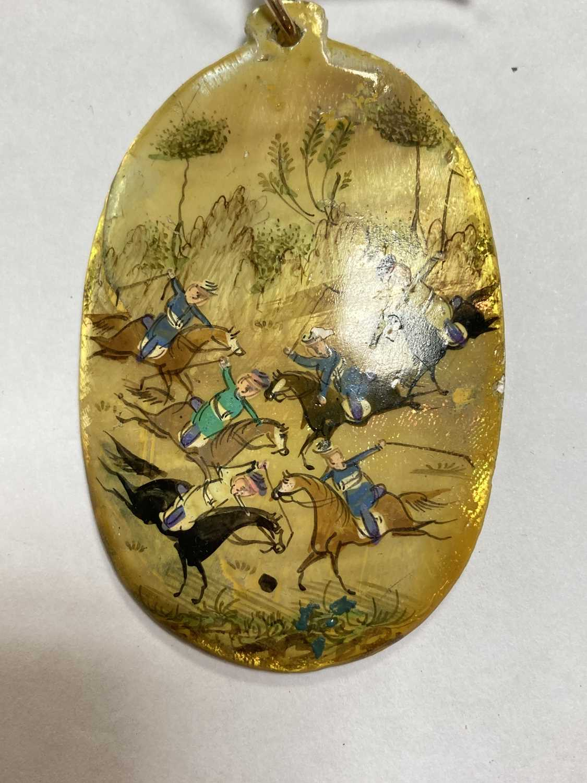 A Persian hand painted miniature pendant, - Bild 3 aus 8