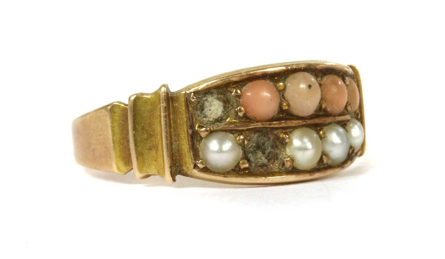 A Victorian 15ct gold coral and split pearl ring, - Bild 3 aus 3